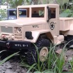 รถทหารบังคับวิทยุ ขับเคลื่อน 4 ล้อ คันสีเหลือง