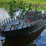 เรือทหารบังคับ เรือตอร์ปิโด รุ่น Torpedo boat HT-2877B มีไฟที่สะพานเดินเรือ